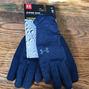 Under Armour gloves . UA storm glove